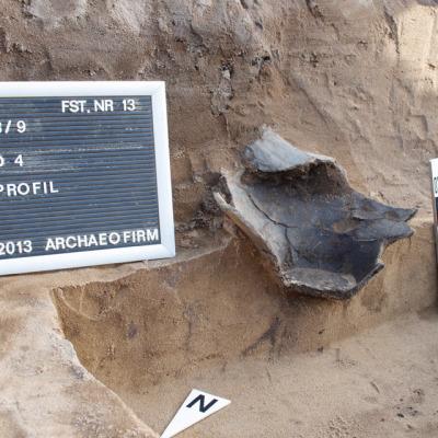 Zerstörte Urnenbestattung im Profil