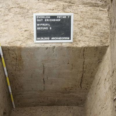 Pfosten- und Siedlungsgruben aus der Römischen Kaiserzeit auf dem Gelände des Gutes Erichshof in der Gemarkung Everloh